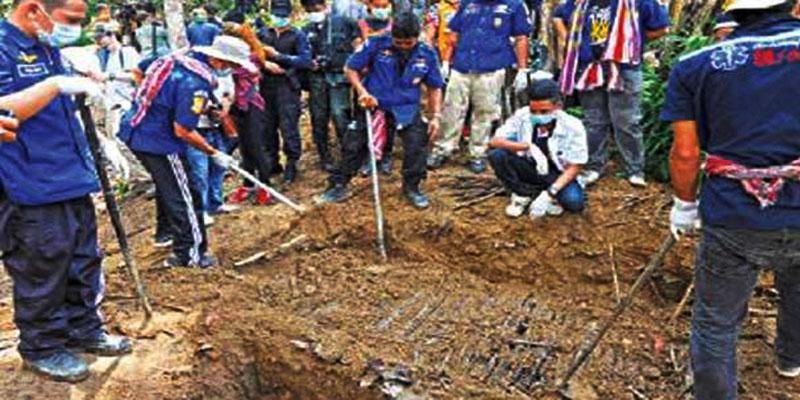 গণকবর থেকে ১০ জনের মৃতদেহ উদ্ধার মিয়ানমারের রাখাইনে
